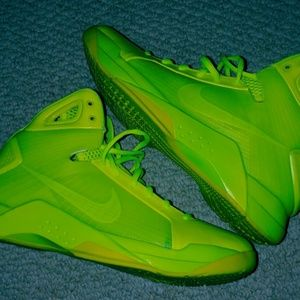 Mens Nike Hyperdunks.  Size 10.  Bright Green.